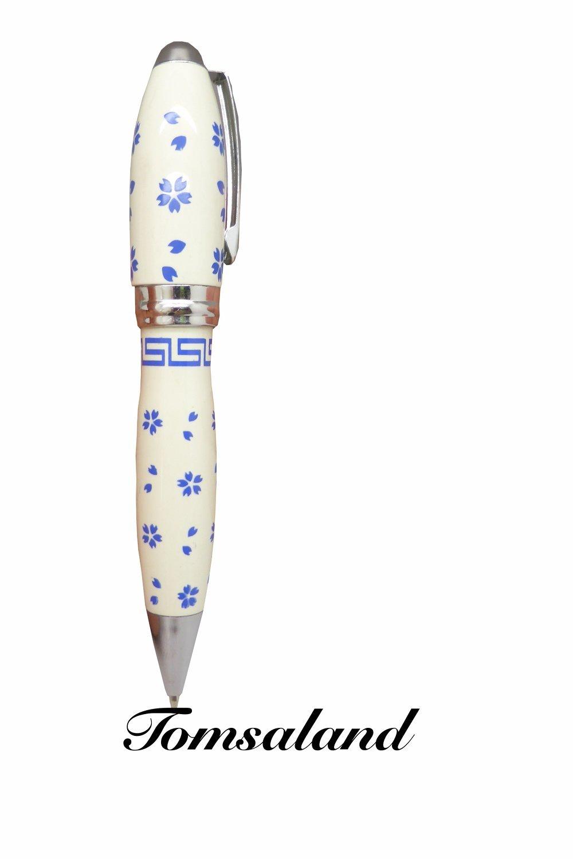 Kugelschreiber_im_Porzellandesign-funf_Blattern_Blumen_mit_Schrift